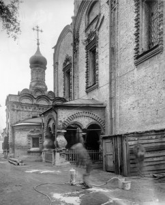 Придел преподобного Сергия и южная паперть. Вид с Б. Новодмитровской ул.
