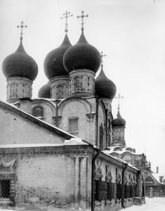 Южная половина трапезной части с приделом преподобного Сергия.